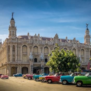 Mietwagen in der Altstadt von Havanna