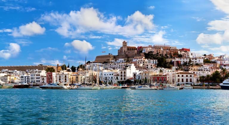 Blick auf das historische Stadtzentrum von Ibiza