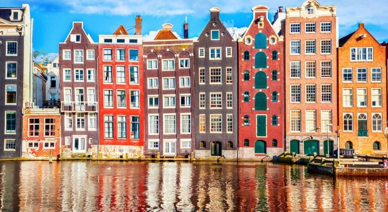 Häuser mit Kanal in Amsterdam