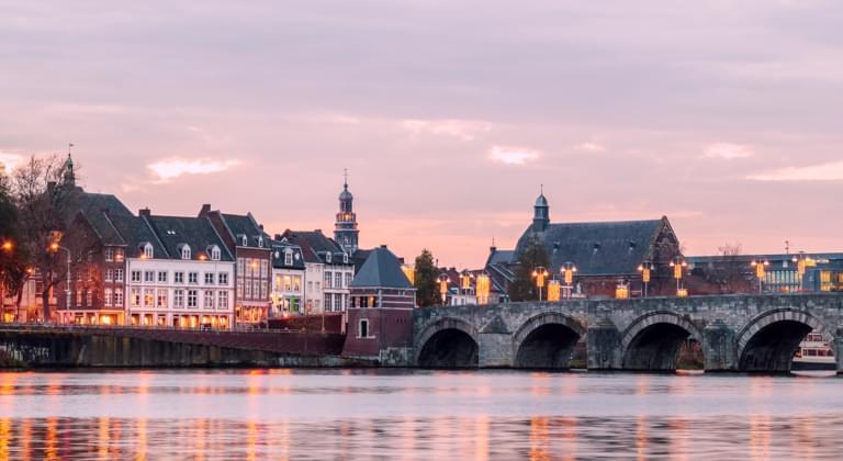Blick auf die Brücke in Maastricht